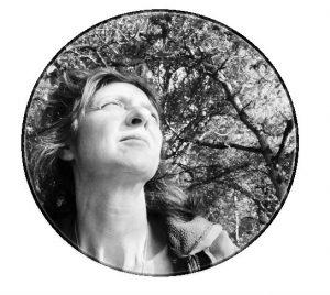 Isabelle Barrandon : « Jeûne intermittent, dessin, yoga, tourisme et découverte... »  isabelle yoga peinture